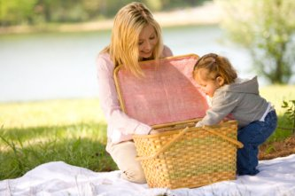 Fun Tip 1 - Enjoy a picnic in the park with your child