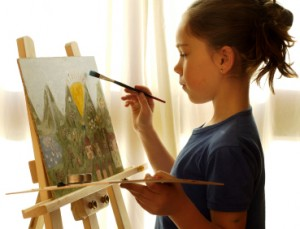 girl-painting-a-picture