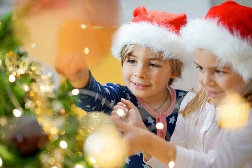 children-decorating-christmas-tree