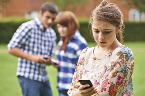 cyber-bullied-teen