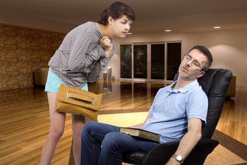 daughter-breaking-curfew